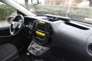 Fahrer- und Beifahrersitz sind erstmals in der sogenannten Polizeiausführung gestaltet und bieten mehr Platz. (Foto: © Tim Oelbermann)