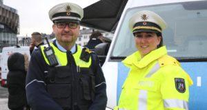 Claudia Schepanski, Leiterin der Polizeiinspektion Solingen, und Hans Hillebrand, Leiter des Schwerpunktdienstes, stellten jetzt das neue Präsenzkonzept der Polizei vor. (Foto: © Bastian Glumm)