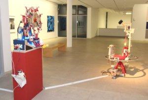 Hakan Eren, der sich nicht nur als Künstler sondern zugleich auch als Maschinenbauer versteht, lebt in Wuppertal. Er kreiert ausgefallene Apparate, die oftmals aus alltäglichen oder gefundenen Materialien bestehen. (Foto: © Bastian Glumm)