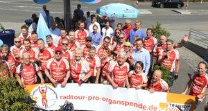 Rund 40 Frauen und Männer waren vergangene Woche im Rahmen der 13. Radtour pro Organspende mit dem Fahrrad unterwegs, am Freitag wurde Station am Solinger Klinikum gemacht. (Foto: © Bastian Glumm)