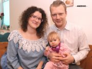 OB-Kandidat Raoul Brattig (FDP) mit Ehefrau Susi und Töchterchen Maresa. (Foto: © Bastian Glumm)