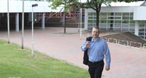 Oberbürgermeisterkandidat Raoul Brattig (FDP) wünscht sich, dass in Solingen mehr für Kinder und Familen getan wird. In Kitas, Schulen und auch in den Offenen Ganztag müsse man investieren. (Foto: © Bastian Glumm)