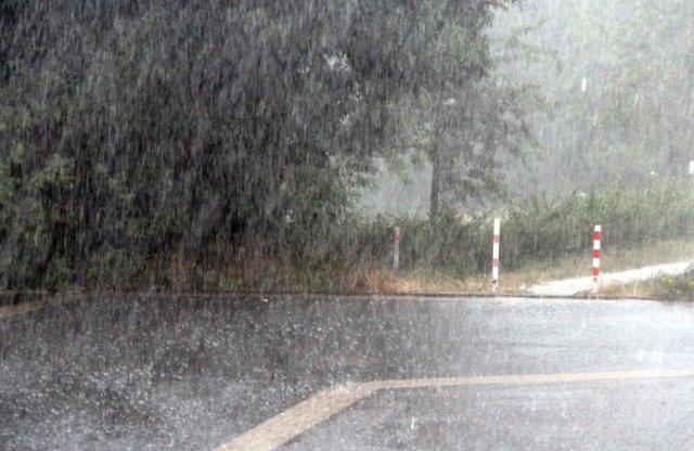 Seit heute Mittag, 12 Uhr, gibt es für Solingen eine akute Unwetterwarnung, der Deutsche Wetterdienst warnt vor starkem Gewitter und orkanartigen Böen. (Archivfoto: © Bastian Glumm)