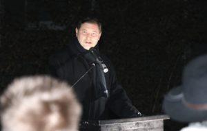 Oberbürgermeister Tim Kurzbach sprach am Samstagabend mahnende Worte beim gemeinsamen Gedenken. (Foto: © Bastian Glumm)