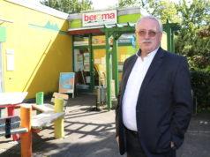 """Richard Schmidt (SPD) in """"seiner"""" Hasseldelle. Das Quartier lag ihm als Bezirksbürgermeister am Herzen, für den Rat kandidiert im dortigen Wahlkreis. (Foto: © Bastian Glumm)"""