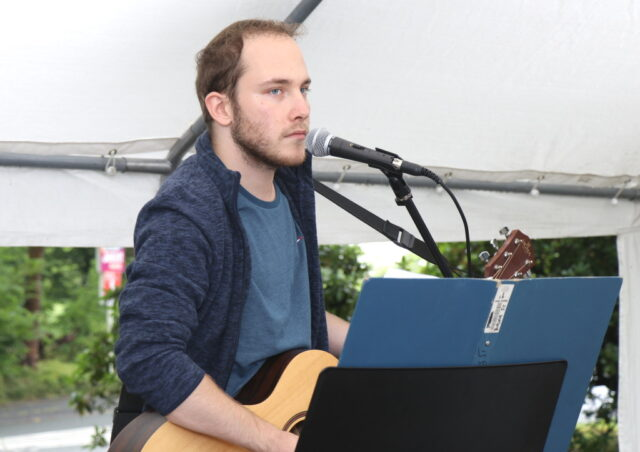 Liedermacher und Musiker Robert Schreiber tritt am Freitag im Walder Kotten auf. (Foto: © Bastian Glumm)