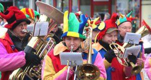 Der nächste Rosenmontagszug wird am 12. Februar 2018 durch die Solinger Innenstadt ziehen. Das teilt jetzt der Festausschuss Solinger Karneval mit. (Archivfoto: © B. Glumm)