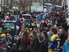 Rund 40.000 Jecken kamen im vergangenen Jahr zum Rosenmontagszug in die Solinger Innenstadt. (Archivfoto: © Bastian Glumm)