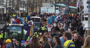 Es war einiges los in der City! Laut Polizei kamen über 40.000 Narren zum diesjägrigen Rosenmontagszug in die Solinger Innenstadt. (Foto: © B. Glumm)
