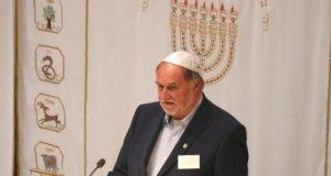 """Horst Koss leitete fast 30 Jahre lang das Diakonische Werk in Solingen. Auf dem Neujahrsempfang der Jüdischen Kultusgemeinde Wuppertal wurde ihm jetzt die """"Goldene Menorah"""" verliehen. (Foto: © Bastian Glumm)"""