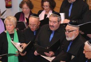 """Die Jüdische Kultusgemeinde Wuppertal feierte am Sonntag das jüdische Neujahrsfest """"Rosch Haschana"""" mit einem Empfang in der Synagoge in Wuppertal-Barmen. Dort wird jedes Jahr die """"Goldene Menorah"""" verliehen. (Foto: © Bastian Glumm)"""