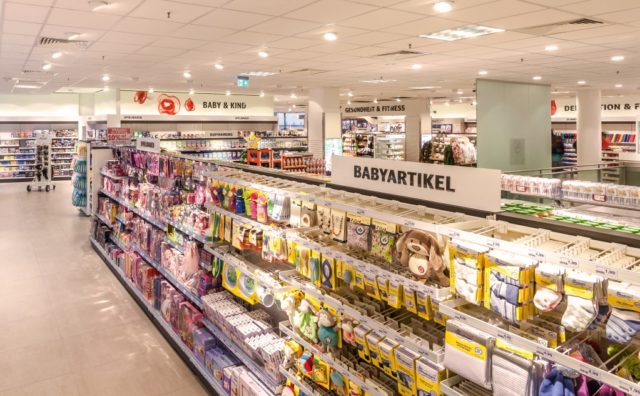 Am kommenden Samstag eröffnet die Drogeriemarkt-Kette Rossmann eine neue Filiale in den Clemens-Galerien und zieht in die Räume des Vormieters dm. (Symbolfoto: © Rossmann)