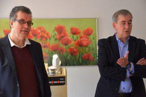Seit 60 Jahren unterstützt der Rotary Club in Solingen gemeinnützige Aktionen. Klein (li.) und Grah berichten von dem Vortrag, den Petra Krötzsch bei ihnen gehalten hatte und der letztlich der Anlasse für diese Spende war. (Foto: © Martina Hörle)