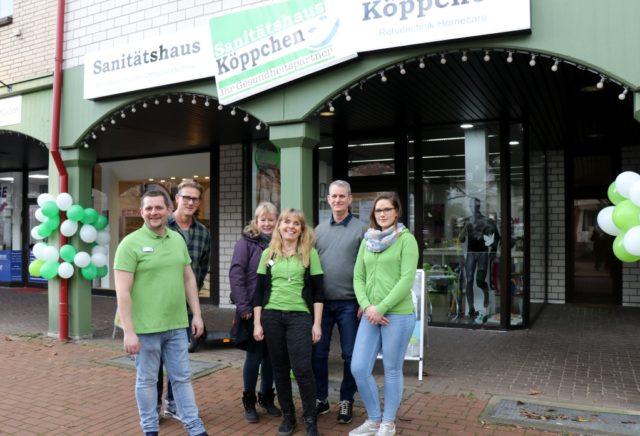 Das Sanitätshaus Köppchen eröffnete diese Woche eine Filiale in Leichlingen, das Team um Miriam und Thomas Gatawetzki-Köppchen freut sich auf die neue Aufgabe. (Foto: © Bastian Glumm)