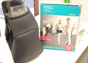 Dieser Hüftschutzgürtel kann kurzfristig angelegt werden und richtet sich eher an Menschen, die bettlägerig sind und sich bei kurzen Gängen vor Sturzfrakturen schützen wollen. (Foto: B. Glumm)