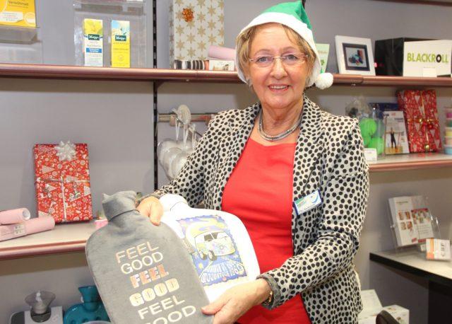 Die Mitarbeiterinnen und Mitarbeiter des Sanitätshauses Köppchen freuen sich auf Besucher und beraten in Sachen Weihnachtsideen. (Foto: © Bastian Glumm)