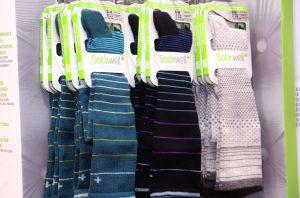 Die Kompressionsstrümpfe der Firma Sockwell kommen nämlich rein optisch wie ganz normale Socken daher und fühlen sich auch beim Tragen ganz normal an. (Foto: © Bastian Glumm)