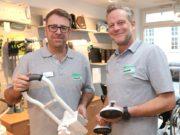Cedric Mehl (li.) und Stefan Krüger vom Sanitätshaus Köppchen sind zertifizierte Wohnumfeldberater. (Foto: © Bastian Glumm)