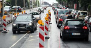 Während der Sommerferien wird im gesamten Stadtgebiet gebuddelt und gearbeitet. Auch die Schlagbaumer Straße wird davon betroffen sein. (Foto: © B. Glumm)