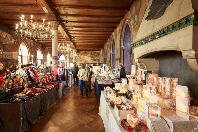 Rundes Jubiläum: Vom 1. bis zum 3. Dezember findet auf Schloss Burg der inzwischen 20. Adventsbasar statt. Knapp 100 Aussteller sind dabei. (Foto: © Kristina Malis/Schloss Burg)