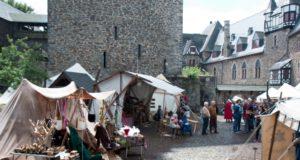 An diesem Wochenende findet auf Schloss Burg zum 13. Mal der beliebte Mittelaltermarkt statt. Los geht es am Samstag und am Sonntag jeweils um 10 Uhr. (Foto: © Christian Stebel/Schloss Burg)