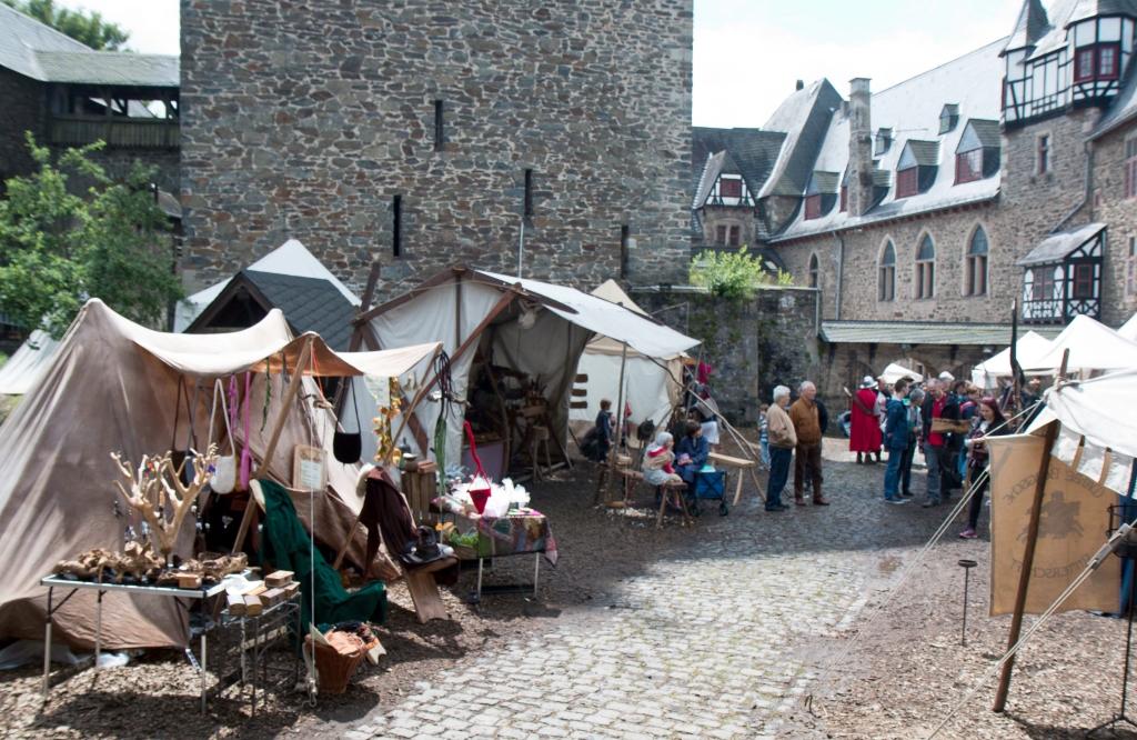 Schloss Burg Lädt Ein Zum 13 Mittelaltermarkt Das Solingenmagazin