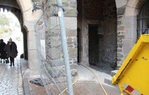 Neben dem Bergfried wird in diesem Jahr auch das Grabentorhaus saniert. Beide Maßnahmen sollen noch 2017 abgeschlossen werden. (Foto: © B. Glumm)
