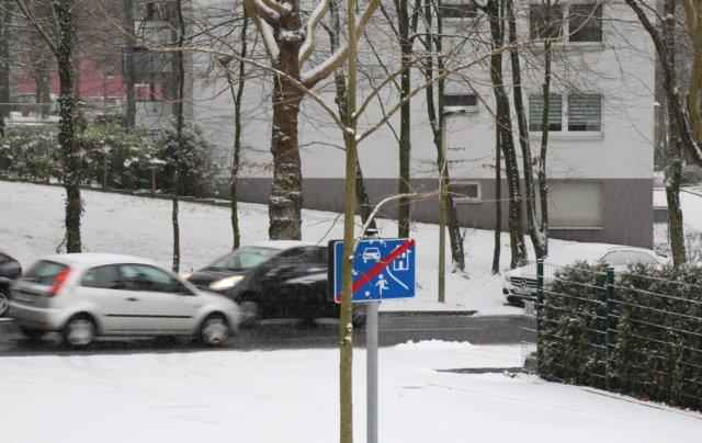 Seit dem frühen Mittwochmorgen schneit es in Solingen, die dünne Schneeschicht soll zunächst liegenbleiben, so der Deutsche Wetterdienst. (Foto: © Bastian Glumm)