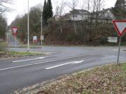"""Die Ausfahrt der Viehbachtalsstraße zur Straße """"Schwarze Pfähle"""" wird zukünftig durch eine Ampel geregelt. Die Arbeiten dazu beginnen am Montag. (Foto: © Bastian Glumm)"""