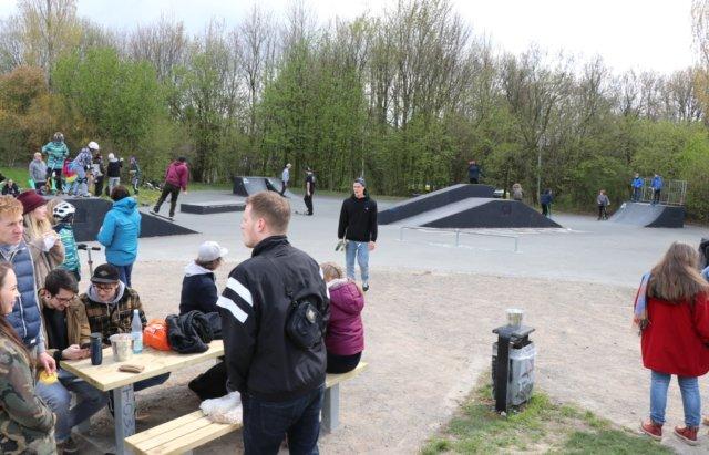 Am vergangenen Samstag wurde der erneuerte und erweiterte Skatepark in Höhscheid an der Neuenkamper Straße feierlich eingeweiht. (Foto: © Bastian Glumm)