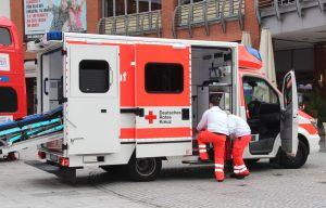 Das Deutsche Rote Kreuz erlaubte am Samstag auf dem Gesundheitstag einen Blick in einen Rettungswagen. (Foto: © B. Glumm)