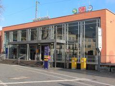 Der Solinger Hauptbahnhof in Ohligs ist Dreh- und Angelpunkt für Tausende Reisende. Und natürlich ist er auch Anlaufpunkt für sozial entwurzelte Menschen. Hier bietet die Bahnhofsmission ihre Hilfe an. (Archivfoto: © Bastian Glumm)