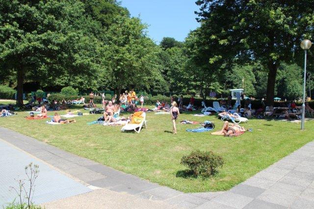 In dieser Woche soll es in Solingen so richtig heiss werden, bis zu 38 Grad werden erwartet. Wer kann, sollte also seine Zeit lieber im Freibad verbringen. (Archivfoto: © Bastian Glumm)