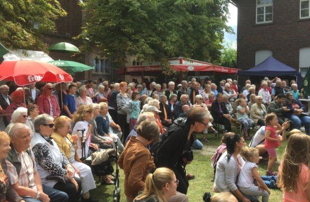 Der Frauensingkeis Merscheid und der Merscheider Männergesangverein laden am kommenden Wochenende zum gemeinsamen Sommerfest nach Merscheid in die Eifelstraße ein. (Foto: © Merscheider Männergesangverein)