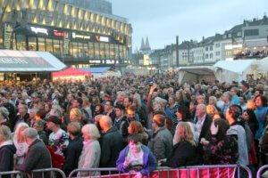 Die Sommerparty ist traditionell ein Publikumsmagnet in der Solinger Innenstadt. Auch für das kommende Festival erwarten die Veranstalter wieder tausende Besucher. (Archivfoto: © Bastian Glumm)