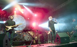 """Einen grandiosen Auftritt hatte die österreichische Covertruppe """"Floyd Division"""", die """"Pink Floyd""""-Stücke vortrug und eine großartige Licht- und Videoshow mitbrachte. (Foto: © B. Glumm)"""