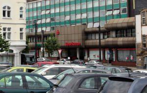 Die Hauptstelle der Stadt-Sparkasse Solingen an der Kölner Straße in der City. (Foto: © Bastian Glumm)