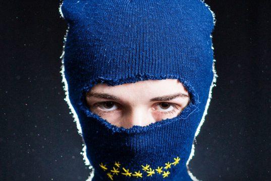 """Mit ihrem neuesten Stück """"EUROPA"""" geht das Spinatheater der europäischen Idee nach. (Foto: Jan Marco Schmitz)"""