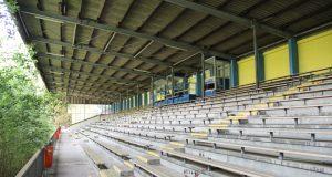 Die Tage das Stadions am Hermann-Löns-Weg sind gezählt. Als Vorbereitung für den Abriss werden ab Donnerstag 44 Bäume gefällt. (Archivfoto: © Bastian Glumm)