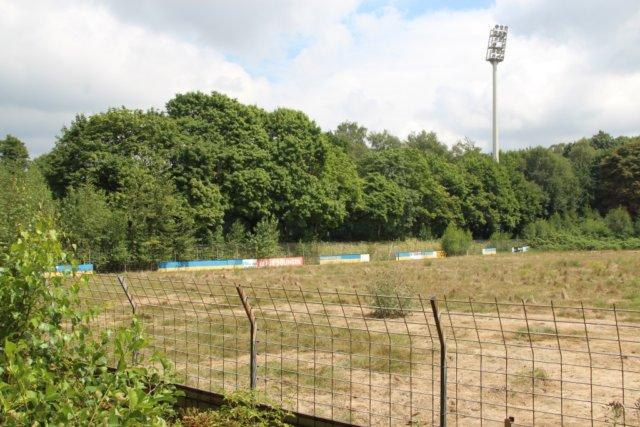 Vom Stadion am Hermann-Löns-Weg wird nicht viel übrig bleiben. Das alterhwürdige Rund wird in Kürze abgerissen. (Foto: © Bastian Glumm)