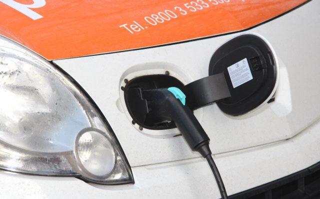 Mehr Ladestationen, mehr Car-Sharing und eine bessere Anbindung an den ohnehin schon mehrheitlich elektrisch betriebenen ÖPNV in Solingen. Bei der Elektromobilität möchte die Stadt Solingen in den kommenden Jahren einiges erreichen. (Foto: © Bastian Glumm)