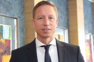Sebastian Greif ist seit Jahresbeginn Generalbevollmächtigter der Stadt-Sparkasse Solingen. Der 41-Jährige wird für Manfred Kartenberg in den Vorstand nachrücken, der Anfang 2018 in den Ruhestand gehen wird. (Foto: © B. Glumm)