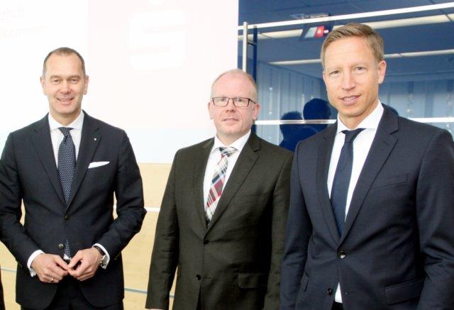 Der Vorstand der Stadt-Sparkasse Solingen: v.li. Vorstandsvorsitzender Stefan Grunwald, Andreas Tangemann und Sebastian Greif. (Archivfoto: © Bastian Glumm)