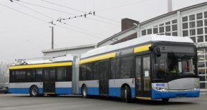 Ein echtes Schmuckstück: Solingens erster Batterie-Oberleitungs-Bus (BOB) auf dem Betriebshof der Stadtwerke an der Weidenstraße. (Foto: © Stadtwerke Solingen)