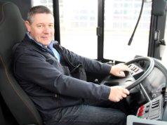 """Thomas Schulz, SWS-Fahrleiter und Ausbilder, schwärmt von den neuen """"BOBs"""". Diese ließen sich ruhig fahren und seien sehr fahrgastfreundlich. (Foto: © Bastian Glumm)"""