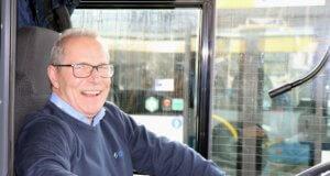Hat gut lachen: Nach 25 Jahren und einem Monat in Diensten des Verkehrsbetriebes der Stadtwerke Solingen verabschiedete sich Peter Guck jetzt in den Ruhestand. (Foto: © Bastian Glumm)