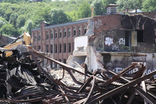 Seit April finden auf dem Gelände der ehemaligen Firma Rasspe Abriss- und Sanierungsarbeitenarbeiten statt, die im Januar 2021 abgeschlossen sein sollen. (Foto: © Bastian Glumm)