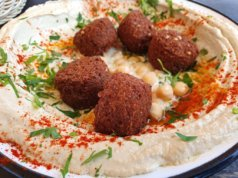 Beim Street-Food-Festival wird es am Wochenende in der Solinger City Spezialitäten aus aller Herren Länder zu verköstigen geben. Hummus und Falafel dürfen natürlich nicht fehlen. (Foto: © Bastian Glumm)