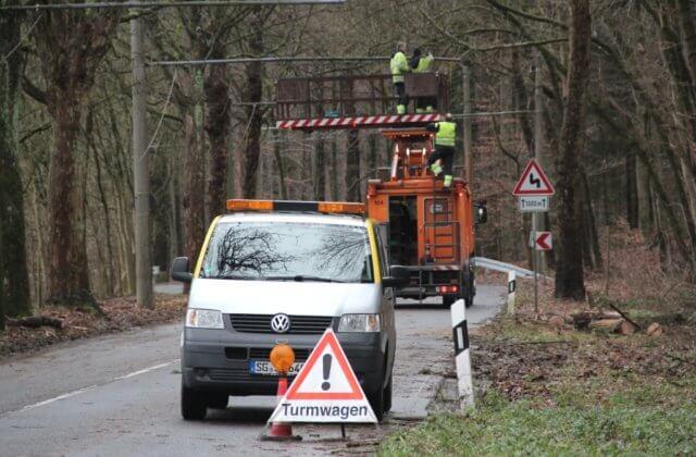 Die Burger Landstraße erhält im Sommer eine neue Fahrbahndecke. Vorarbeiten dazu starten am Miitwoch. (Archivfoto: © Bastian Glumm)