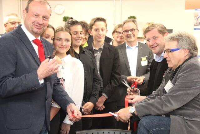 Feierlich wurde in der Alexander-Coppel-Gesamtschule am Dienstagabend ein Fachraum der
